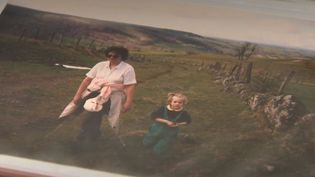 Les grands-parents tissent des liens étroits avec leurs petits-enfants durant les vacances d'été. (CAPTURE ECRAN FRANCE 2)