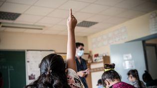 """L'école Jacques Decour à Montataire (Oise), ouverte le 21 août 2020, dans le cadre du dispositif """"vacances apprenantes"""". (NICHOLAS ORCHARD / HANS LUCAS / AFP)"""
