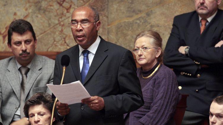 Louis-Joseph Manscour lors d'une question au gouvernement à l'Assemblée nationale, le 18 février 2009. (FRANCOIS GUILLOT / AFP)