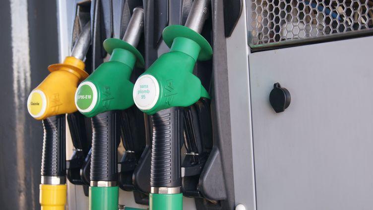 Les deux hommes ont siphonné entre 12 000 et 17 000 litres de diesel en plusieurs nuits. (illustration) (STÉPHANIE BERLU / FRANCE-INFO)
