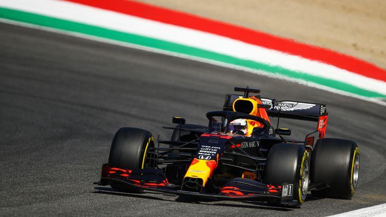 Max Verstappen a devancé Lewis Hamilton sur la troisième séance d'essais libres. (BRYN LENNON / POOL)