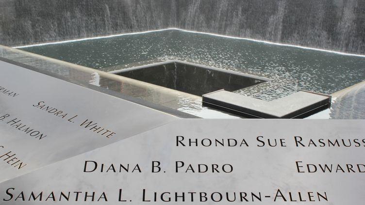Le Mémorial Ground Zero à l'emplacement des tours jumelles à New York. Un monument édifié en hommage aux 2 753 victimes des attentats du 11 Septembre 2001. (LAURA KALCHEFF / MOMENT OPEN / GETTY IMAGES)