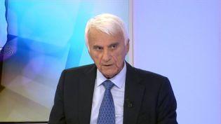 Le candidat FN RenéCordoliani sur le plateau du débat de l'entre-deux tours des élections territoriales, sur France 3 Corse ViaStella, le 9 décembre 2015. (FRANCE 3 CORSE VIA STELLA)