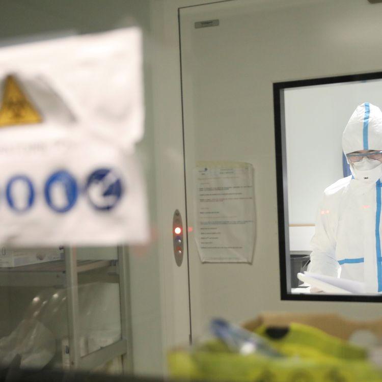Un chercheur au sein de l'Institut Pasteur, à Paris, le vendredi 7 février 2020. (MAXPPP)