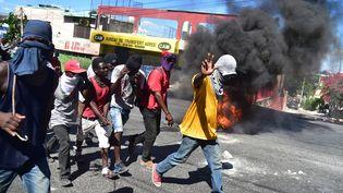 Des manifestants à Port-au-Prince, le 11 février 2019. (HECTOR RETAMAL / AFP)