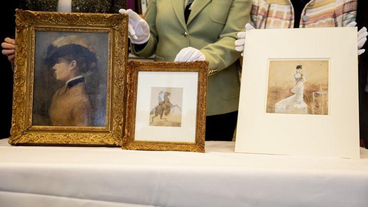 Trois oeuvres de la collectionCornelius Gurlitt, réquisitionnées par les nazis durant la Seconde guerre mondiale à des propriétaires juifs, présentées en 2020, et restituées à leurs ayants droits en 2021. (CHRISTOPH SOEDER / DPA)
