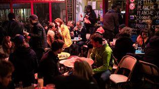 Dès samedi, les bars et restaurants devront fermer leurs portes à 21 heures. (ALEXIS SCIARD / MAXPPP)