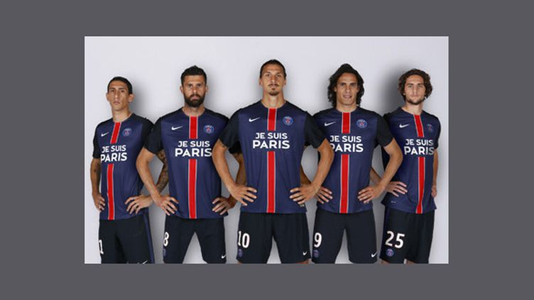 """Le maillot """"Je suis Paris"""" du PSG, en hommage aux victime des attentats du 13 novembre."""