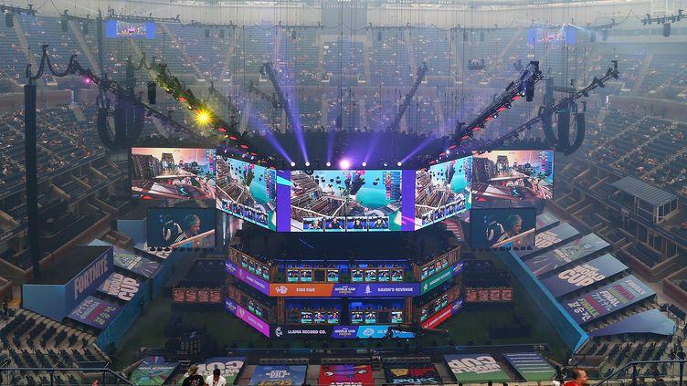 """200 joueurs de """"Fortnite"""" se sont donnés rendez-vous du 26 au 28 juillet 2019, dans le stade Arthur-Ashe de New York, pour la première finale de la Coupe du monde ce jeu vidéo. (MIKE STOBE / GETTY IMAGES NORTH AMERICA)"""