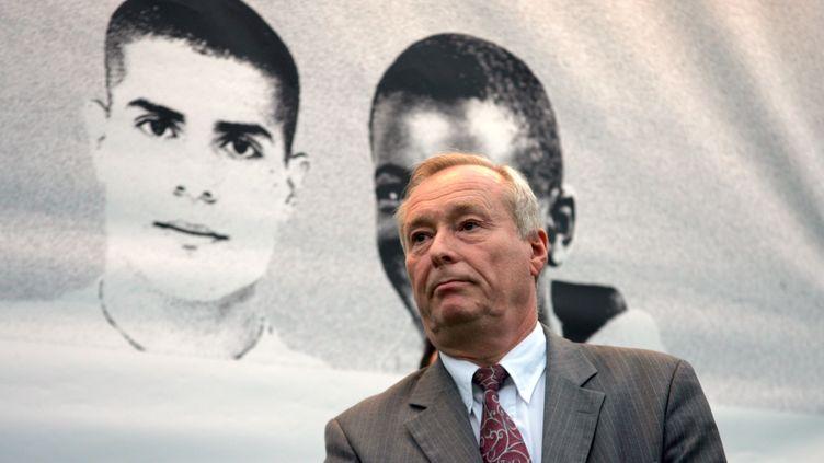 Claude Dilain, le 13 octobre 2006, à Clichy-sous-Bois, ville dont il était alors maire. (JOEL SAGET / AFP)