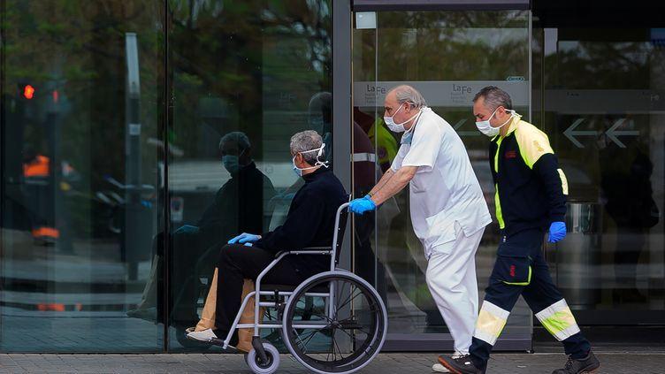 L'Espagne compte désormais plus de victimes du Covid-19 que la Chine. (JOSE JORDAN / AFP)