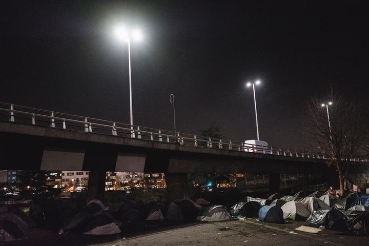 Le campement installé sous une bretelle d'autoroute à Saint-Denis (Seine-Saint-Denis), le 12 novembre 2020, quelques jours avant son évacuation. (LUCAS BOIRAT / HANS LUCAS / AFP)
