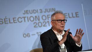 Thierry Fremaux, délégué général du Festival de Cannes, le 3 juin 2021lors de l'annonce de la sélection officielle du 74e Festival de Cannes qui se tiendra du 6 au 17 juillet 2021. (STEPHANE DE SAKUTIN / AFP)