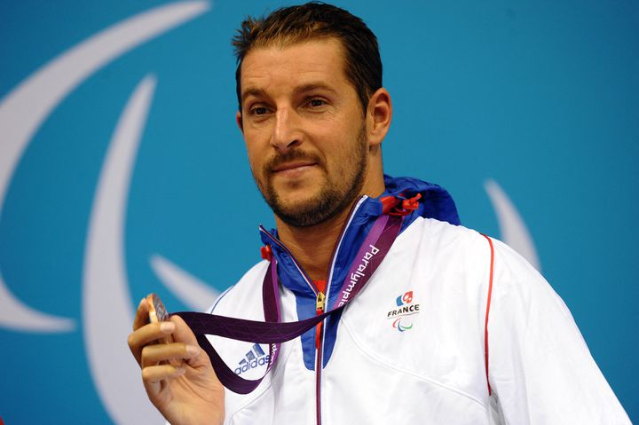 David Smetanine sur le podium des Jeux paralympiques de Londres en 2012 (PAUL ELLIS / AFP)