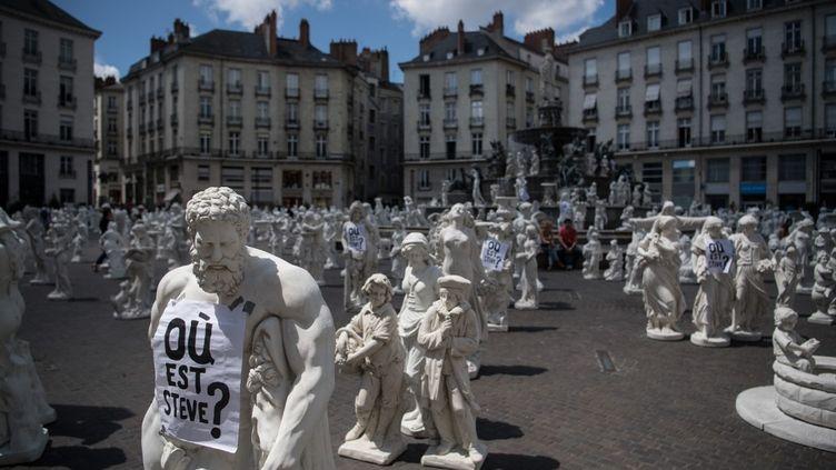Les statutes de Stéphane Vigny ont accueilli de nombreux messages après la disparition de Steve (LOIC VENANCE / AFP)