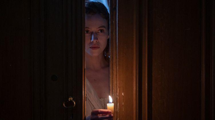 Lou de Laâge interpète Eugénie, une jeune femme issue d'une famille bourgeoise et jugée folle par son entourage et les médecins. (CHRISTINE TAWALET)