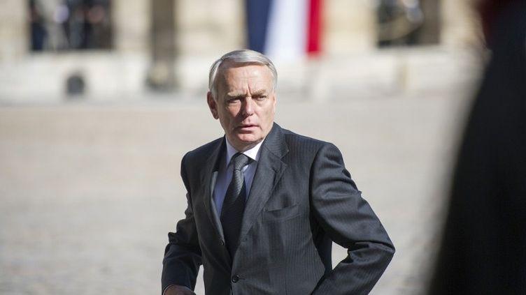 Le Premier ministre, Jean-Marc Ayrault, dans la cour des Invalides à Paris, le 14 juin 2012. (FRED DUFOUR / AFP)