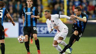 Neymar et le PSG se sont fait encerclés par le Club Bruges (1-1), mercredi 15 septembre 2021. (BRUNO FAHY / BELGA / AFP)