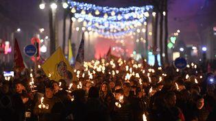 Des manifestants à Marseille, le 2 janvier 2020. (GERARD JULIEN / AFP)