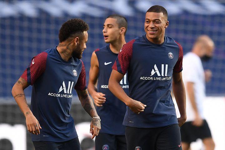 Neymar, Mbappé et Ruiz à l'entraînement, à Lisbonne (DAVID RAMOS / POOL)