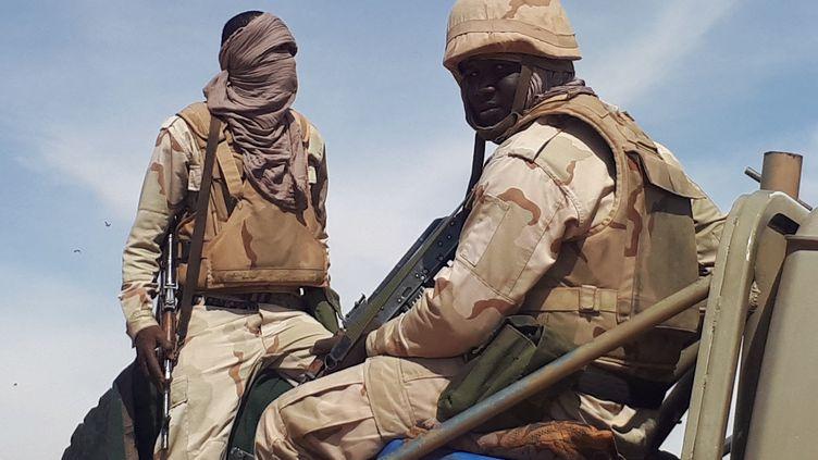 Des soldats mauritaniens patrouillent à la frontière avec le Mali, en novembre 2018. (CLAUDE GUIBAL / FRANCE-INFO)