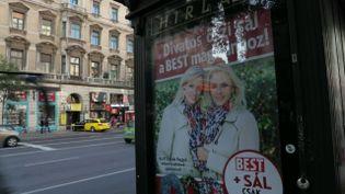 """Budapest, capitale de la Hongrie de Viktor Orbán... et de """"l'internationale identitaire"""" (COMPLÉMENT D'ENQUÊTE/FRANCE 2)"""