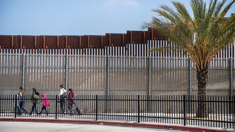Le mur à la frontière entre les Etats-Unis et le Mexique, le 31 mai 2019. (ARIANA DREHSLER / AFP)