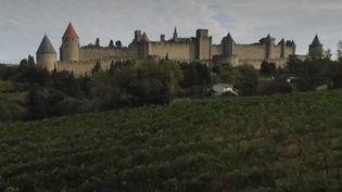 France 2 nous emmène à Carcassonne, dans l'Aude. On raconte que le nom de la ville vient d'une femme, une princesse sarrasine, qui aurait résisté aux troupes de Charlemagne au moyen d'un ingénieux stratagème. (FRANCE 2)