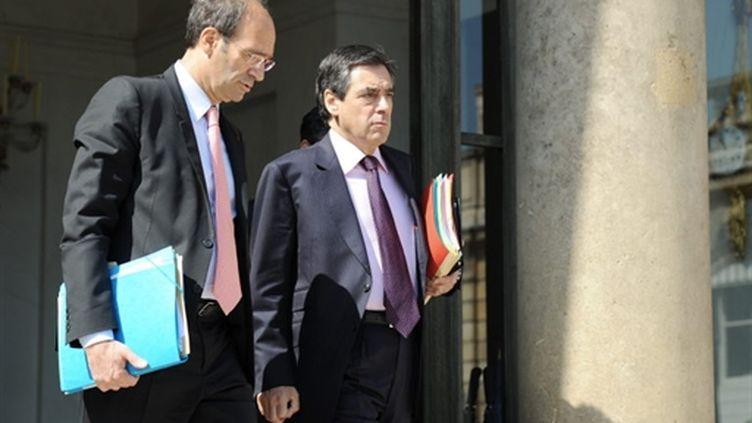 Le Premier ministre François Fillon (D) et le ministre du Travail Eric Woerth quittant l'Elysée, le 23 juin 2010 (AFP - Bertrand Guay)
