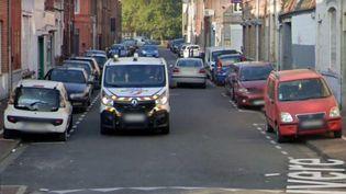Unpolicier pris en photo par Google Maps dans une rue de Roubaix. (GOOGLE MAPS)