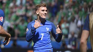 Antoine Griezmann, l'attaquant de l'équipe de France, célébrant son but contre l'Irlande, en huitième de finale de l'Euro 2016, le 26 juin 2016 à Lyon (Rhône). (JEAN MARIE HERVIO / DPPI MEDIA / AFP)