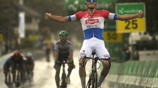 Mathieu van der Poel l'emporte à Lachen lors de la 2e étape du Tour de Suisse, le 7 juin 2021. (GIAN EHRENZELLER / KEYSTONE)