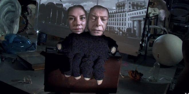 """L'étrange marionnette du clip """"Where Are We Now ?"""" de David Bowie.  (Columbia)"""