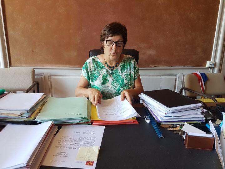 Maryline Lherm, maire de Lisle-sur-Tarn (Tarn), ici le 29 juilllet 2019, copréside l'instance de co-construction du projet de territoire. (ILAN CARO / FRANCEINFO.FR)