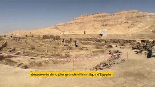 Une cité antique, la plus grande d'Egypte, a été découverte près de Louxor. Elle date de plus de 3 000 ans. (FRANCEINFO)
