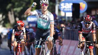 Le Slovène Peter Sagan (Bora-Hansgrohe) a dominé le sprint final à Foligno pour cette dixième étape du Tour d'Italie, lundi 17 mai. (LUCA BETTINI / AFP)