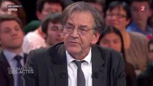 """Le philosophe Alain Finkielkraut sur le plateau de """"Des Paroles et des Actes"""", jeudi 21 janvier 2016. (FRANCE 2)"""