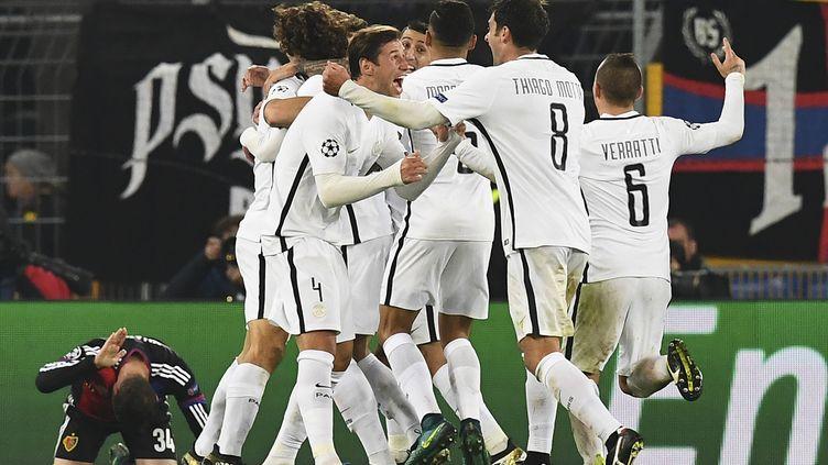 Les Parisiens célébrant le but de la victoire (FRANCK FIFE / AFP)