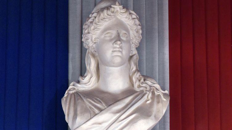 Un buste de Marianne, dans le hall de la mairie de Toulouse, le 4 avril 2014. (PASCAL PAVANI / AFP)