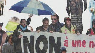 Alexia Atmounia vu Johnny et quelquies people dans une manif (T. Chapuzot / France 3 Poitou-Charentes)