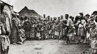 Premier photographe à la minute congolais à Bena Mulumba, Kasaï, 1939 (ANTOINE FREITAS / REVUE NOIRE)