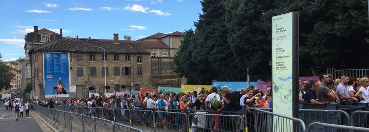 La queue plusieurs heures avant l'ouverture des portes  (Jean-François Convert)