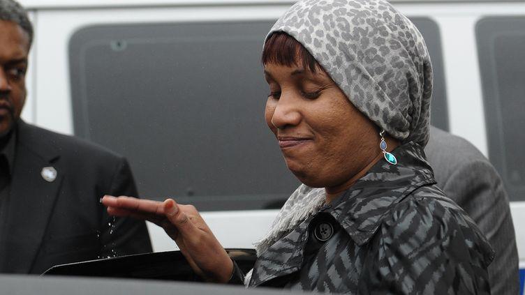 Nafissatou Diallo quitte le tribunal de New York, le 10 décembre 2012. (EMMANUEL DUNAND / AFP)