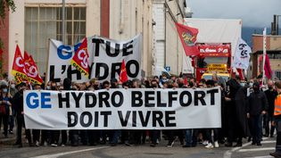 Des salariés de General Electric manifestent, le 24 septembre 2020 à Belfort (Territoire de Belfort). (SEBASTIEN BOZON / AFP)