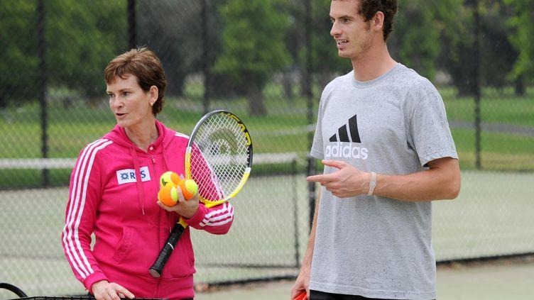Judy Murray et son fils Andy, à l'entraînement, le 10 janvier 2011, à Melbourne, en Australie. (WILLIAM WEST / AFP)