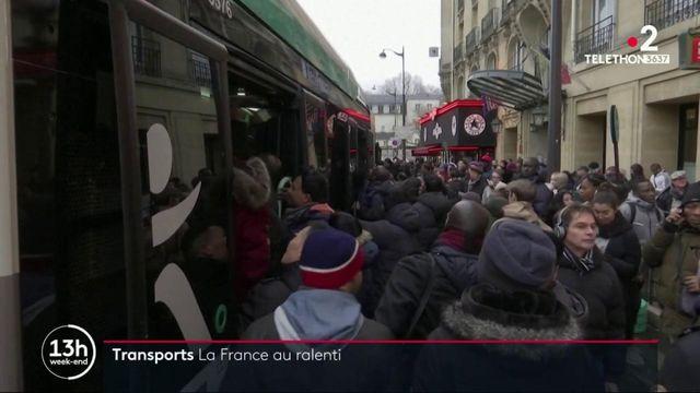 Grève du 7 décembre : le mouvement de la SNCF et de la RATP entre dans son troisième jour