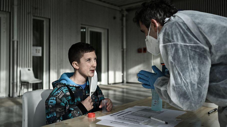 """Tests salivaires : un syndicat appelle les enseignants """"à ne pas se substituer aux personnels de laboratoire ou aux personnels soignants"""""""