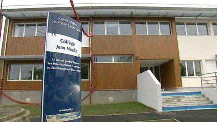 L'entrée du collège Jean Moulind'Artix (Pyrénées-Atlantiques). (FRANCE 3 AQUITAINE)