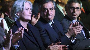 Penelope et François Fillon lors d'un meeting des Républicains, porte de Versailles à Paris, en avril 2017, pendant la campagne présidentielle. (ERIC FEFERBERG / AFP)