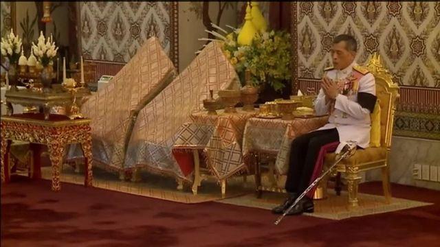 La prince héritier de Thaïlande  devient roi
